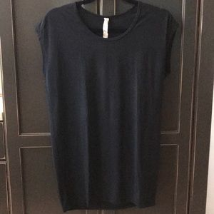 Lululemon athletica very short sleeve t size 8